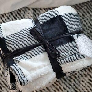 💖2/$16 Brand New Sherpa blanket